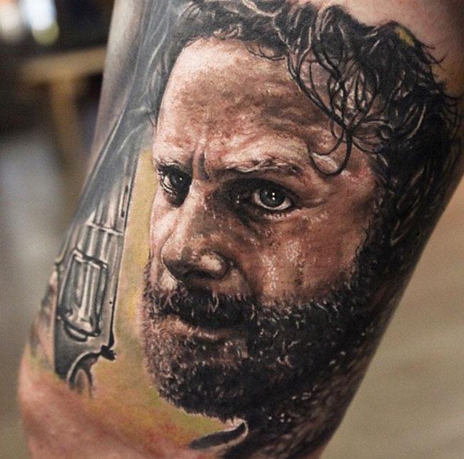 S lection de 15 tatouages sur l univers de the walking for Jeffrey dean morgan tattoo hand