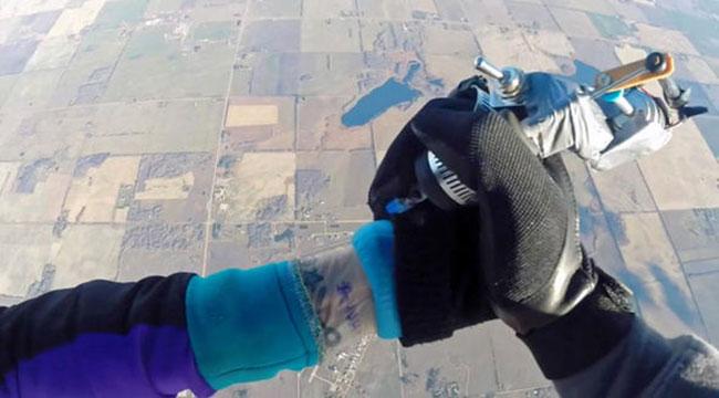 Le tatouage en chute libre inkage for Saut en parachute salon de provence