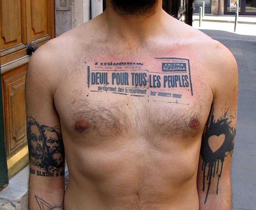 Tatouage texte sur poitrine inkage - Tatouage homme poitrine ...