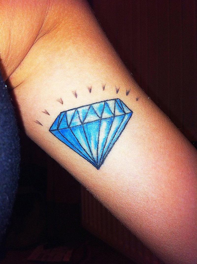 tatouage repr sentatnt un diamant inkage. Black Bedroom Furniture Sets. Home Design Ideas
