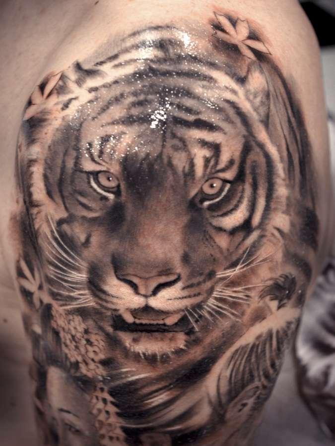 Tattoo repr sentant un tigre inkage - Tatouage tigre japonais ...