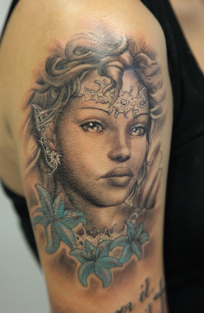 tatouage d une femme en portrait inkage. Black Bedroom Furniture Sets. Home Design Ideas