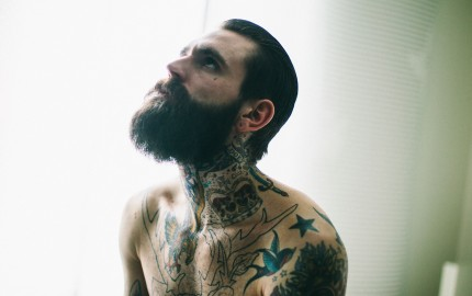 Ricki hall mec tatoué