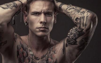 sulan-von-zoomlander-mec-tatoue