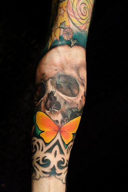 Pin tatouage crane papillon lime board salut voulez vous on pinterest - Tatouage crane mexicain ...