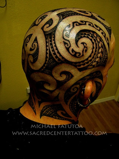 tatouage maori sur le cr ne inkage. Black Bedroom Furniture Sets. Home Design Ideas