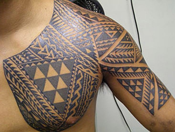 Polyn sien - Tatouage femme poitrine ...