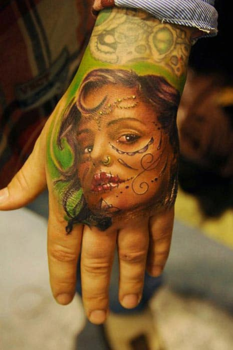 tatouage portrait femme sur une main inkage. Black Bedroom Furniture Sets. Home Design Ideas