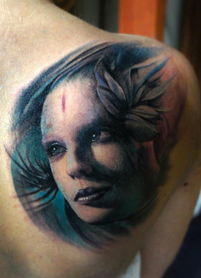 tatouage visage d une femme dans le dos inkage. Black Bedroom Furniture Sets. Home Design Ideas