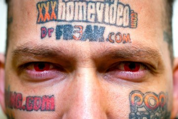 Il-se-fait-tatouer-des-logos-de-sites-pornos-sur-le-visage