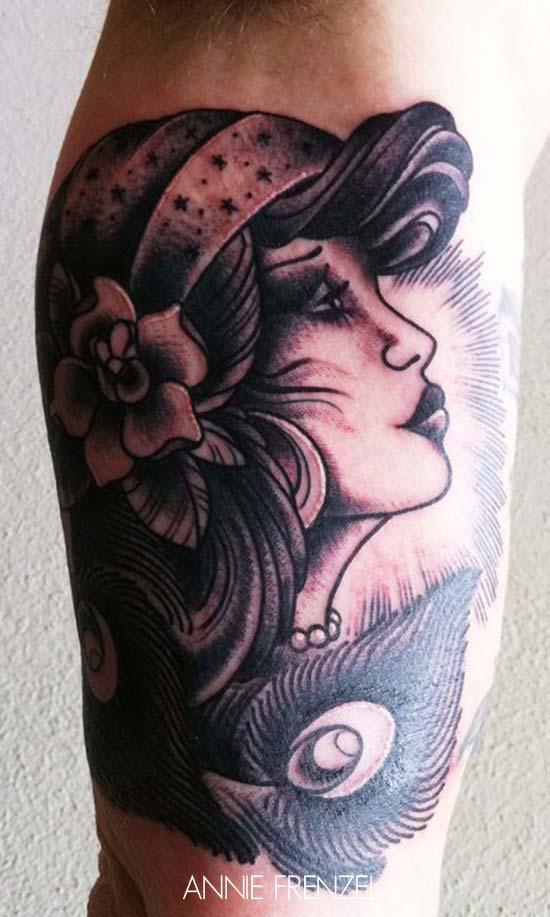tatouage portrait femme new school avec une plume inkage. Black Bedroom Furniture Sets. Home Design Ideas