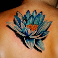 Tatouage Lotus Bleu Dans Le Haut Du Dos Inkage