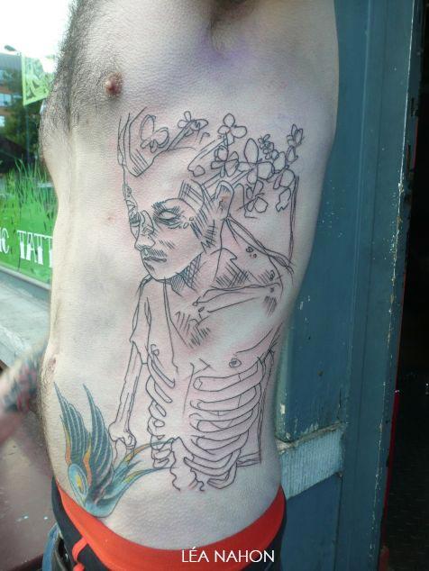 Tatouage Graphique Homme Squelette Avec Des Papillons Inkage