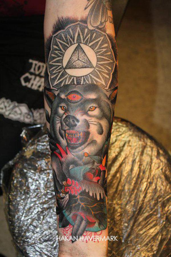 Tatouage Loup Qui Grogne Et Triangle Inkage