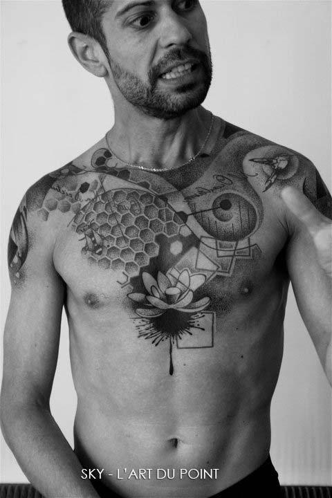 tatouage dotwork lotus sur le torse inkage. Black Bedroom Furniture Sets. Home Design Ideas