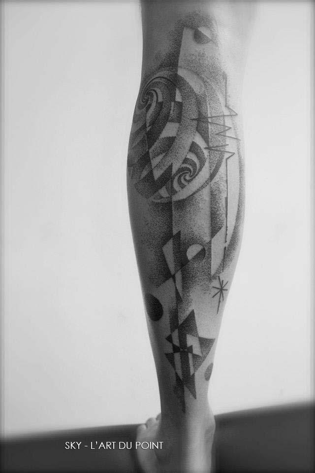 Tatouage Dotwork Forme Abstrait Sur Le Mollet Inkage
