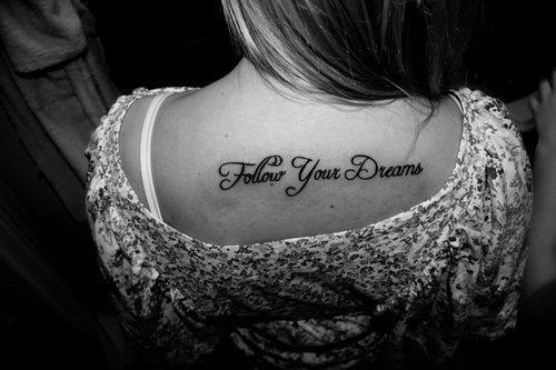 Dream Tatouage tatouage écriture lettrage « follow your dreams » – inkage