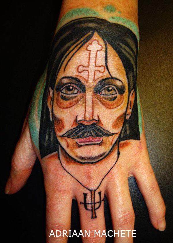 tatouage new school portrait homme avec une croix sur le. Black Bedroom Furniture Sets. Home Design Ideas