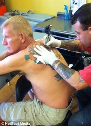 tatouage carte tour du monde (1)