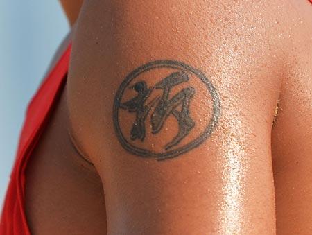 """Ce tatouage signifie """" A déchirer"""""""