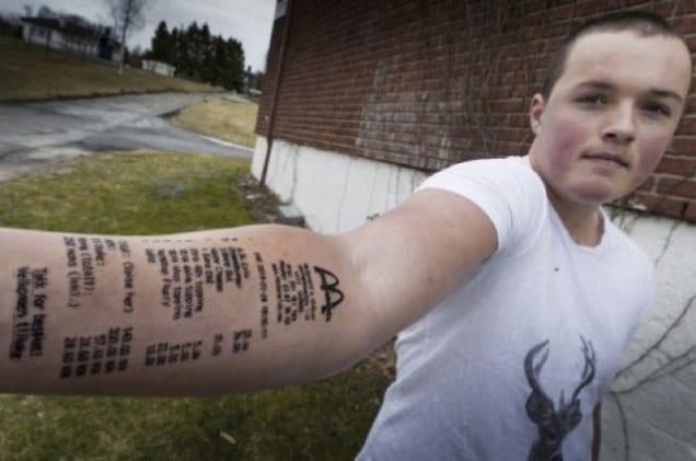 Un ado norvegien se fait tatoue une facture de McDonald sur le bras