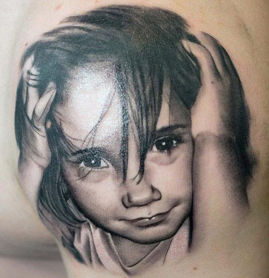 Portrait D'enfant En Tatouage 170