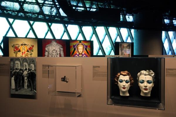 """MQB. Exposition anthropologique : """"Tatoueurs, tatoués"""". Du 6 mai 2014 au 18 octobre 2015."""