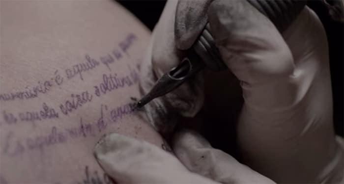 tatouage-personne-age-clip-musique (7)