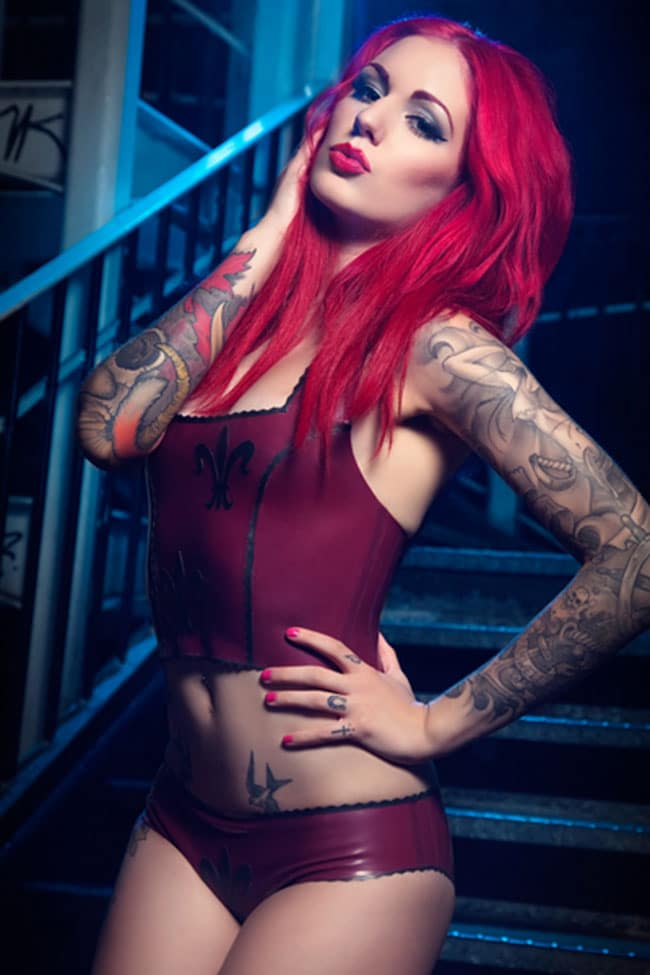 cervean-fox-femme-tattoo-tatouage-sexy-photo-modele--(18)