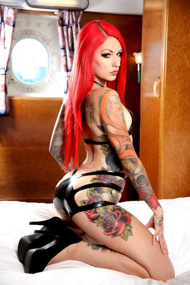 cervean-fox-femme-tattoo-tatouage-sexy-photo-modele--(19)