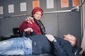 Un-tatouage-sans-douleur-a-l-aide-de-l-hypnose