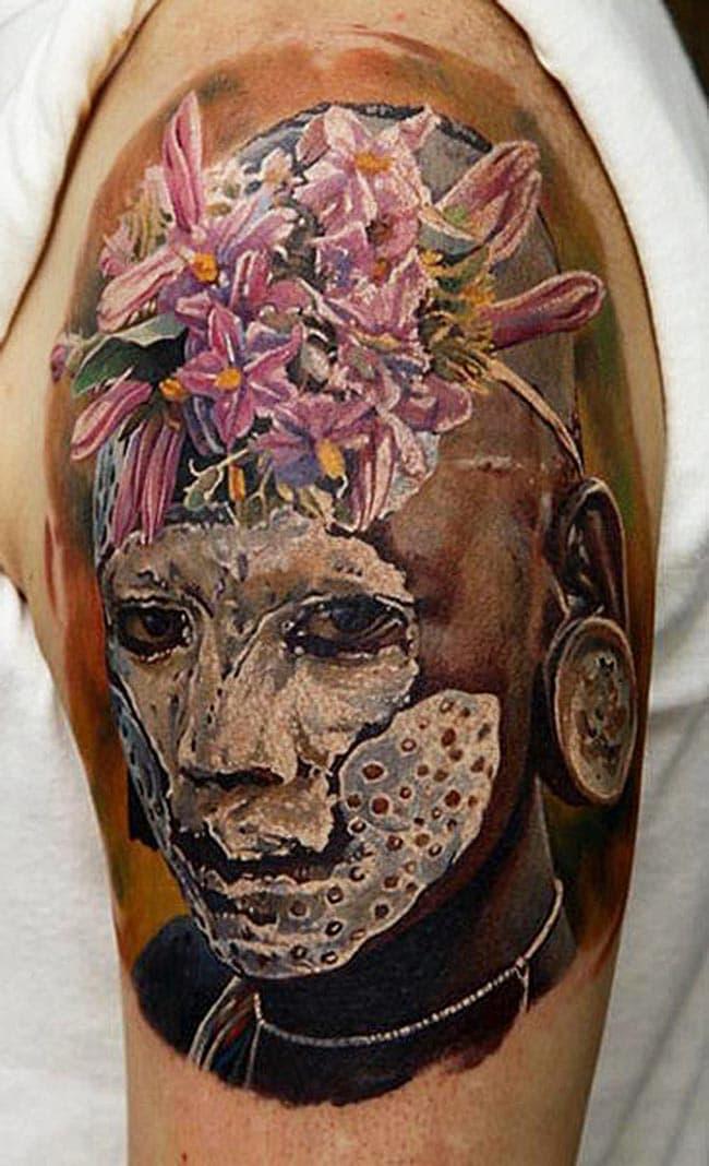 Un tatouage réalisé par Dmitriy Samohin, le type de tatoueur qu'on aimerait voir dans une émission.