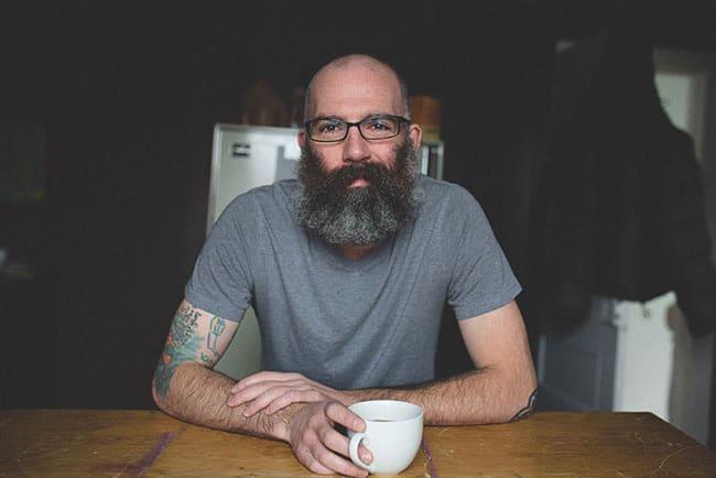 un-homme-se-fait-tatouer-les-dessins-de-son-fils- (1)