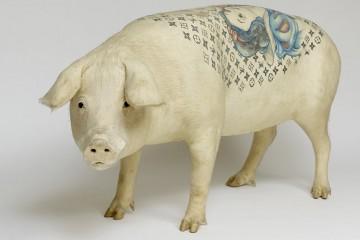 un-artiste-realise-des-tatouages-sur-des-cochons-pour-en-faire-des-oeuvres-d-art