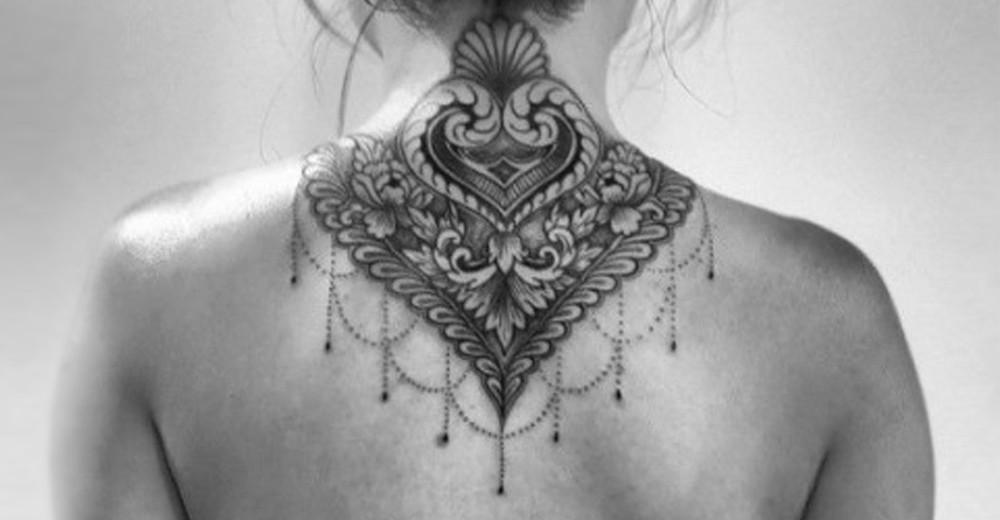 tattoo sur la nuque free petit triangle nuque tattoo tatouage triangle geometrie gomtrique with. Black Bedroom Furniture Sets. Home Design Ideas