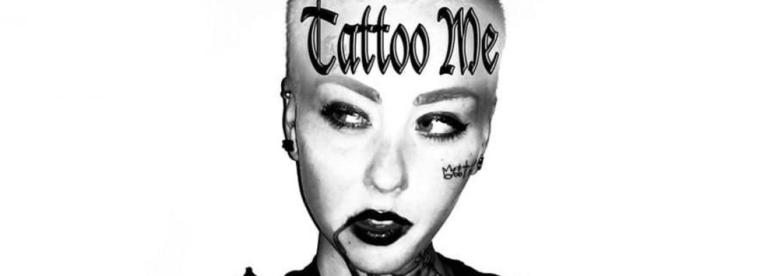 Une artiste propose de se faire tatouer le nom de n-importe qui sur son corps pour 10 $